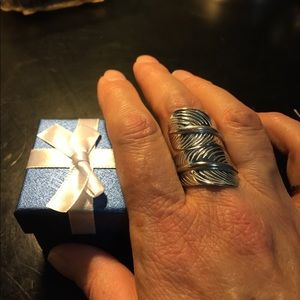 Jewelry - Feather bypass ring in silver tone